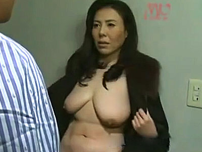 【ヘンリー塚本動画】コートの下はダルダルの垂れ乳…全裸コートで男に会いに行く熟女の猛烈FUCK! 北原夏美